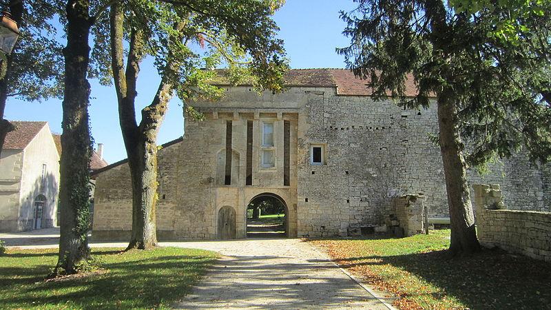 Photo du Monument Historique Château situé à Puits
