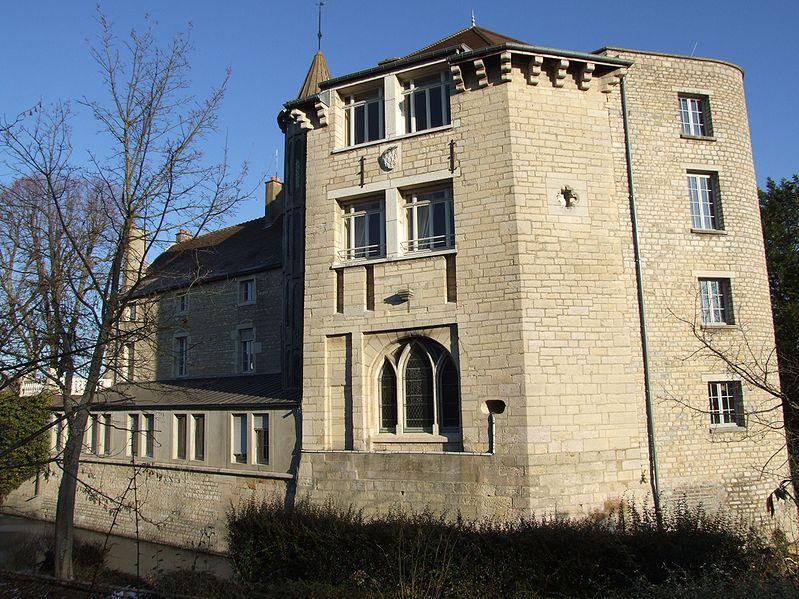 Photo du Monument Historique Château (restes) situé à Saint-Apollinaire