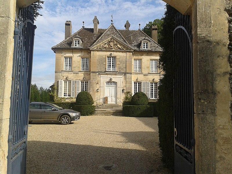 Photo du Monument Historique Manoir situé à Savigny-lès-Beaune