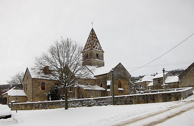 Photo du Monument Historique Eglise et croix situé à Savigny-sous-Mâlain