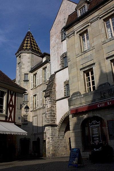 Photo du Monument Historique Demeure des Gouverneurs situé à Semur-en-Auxois