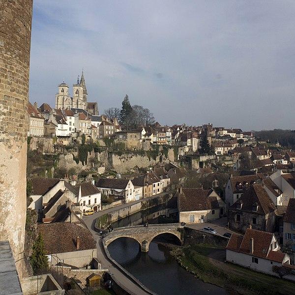 Photo du Monument Historique Enceinte de la ville situé à Semur-en-Auxois