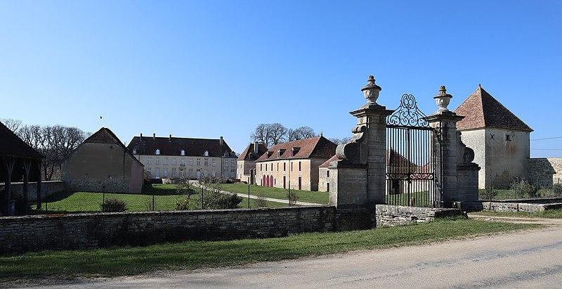 Photo du Monument Historique Château de Tanyot et ses dépendances situé à Tanay
