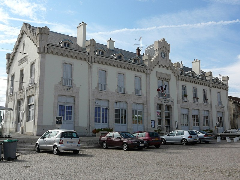 Photo du Monument Historique Gare d'Auxonne situé à Tillenay