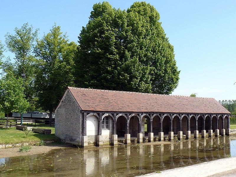 Photo du Monument Historique Lavoir situé à Vanvey