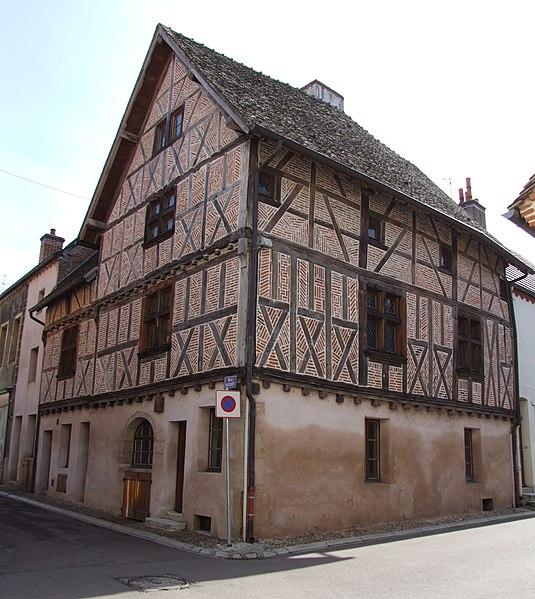 Photo du Monument Historique Maison de bois situé à Seurre