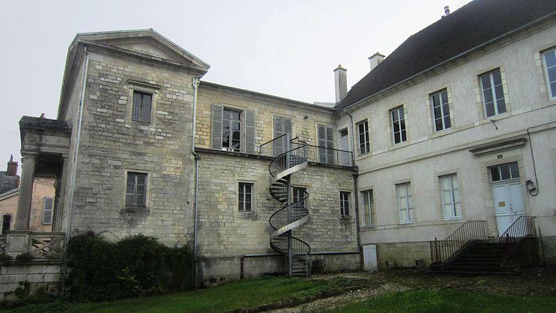 Photo du Monument Historique Ancien couvent des Carmélites et tribunal situé à Châtillon-sur-Seine