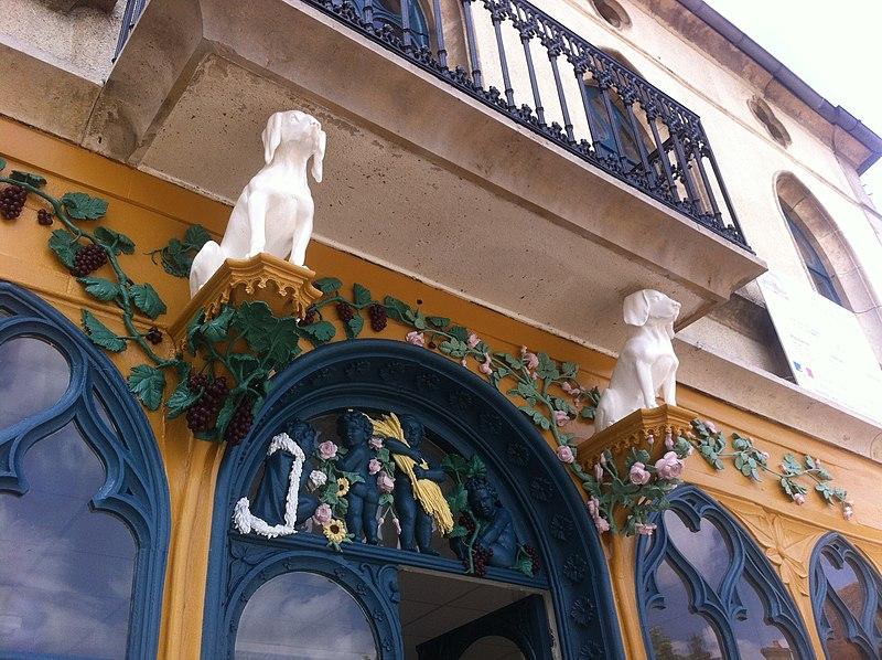Photo du Monument Historique Café des Chiens Blancs situé à Laignes