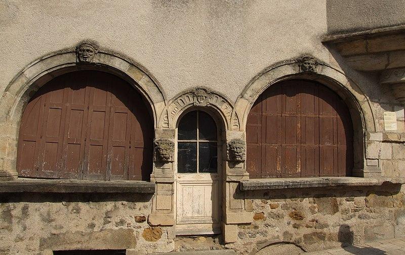 Photo du Monument Historique Maison du 16e siècle situé à Arnay-le-Duc