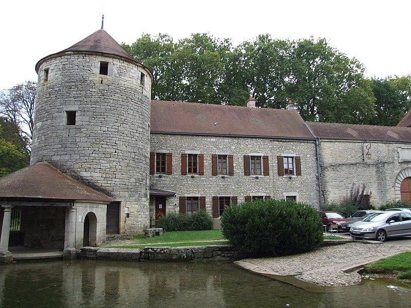 Photo du Monument Historique Ancienne abbaye bénédictine Saint-Pierre et Saint-Paul situé à Bèze