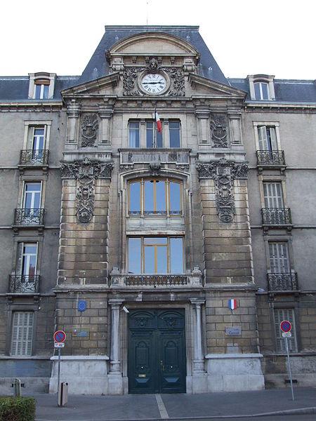 Photo du Monument Historique Lycée Carnot situé à Dijon