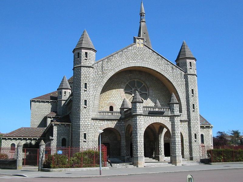 Photo du Monument Historique Eglise du Sacré-Coeur : l'église ; les façades et toitures du presbytère, de l'ancienne cité paroissiale, actuel centre universitaire catholique, et la clôture de ces bâtiments (cad. AV 222, 223) : inscription par arrêté du 2 août 2012 situé à Dijon