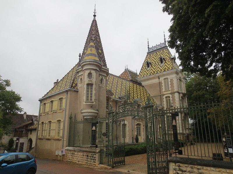 Photo du Monument Historique château de Corton-André situé à Aloxe-Corton