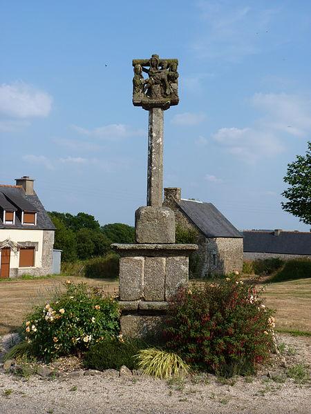 Photo du Monument Historique Croix de calvaire de Saint-Houarneau situé à Bourbriac