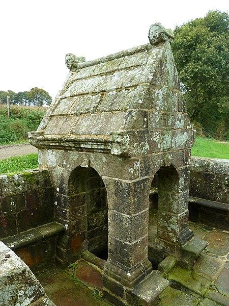 Photo du Monument Historique Fontaine Saint-Maur situé à Calanhel