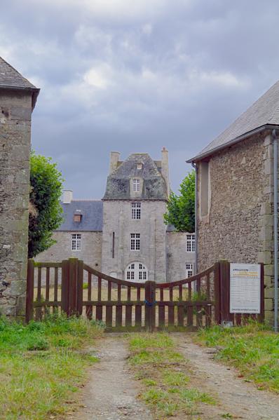 Photo du Monument Historique Manoir de la Ferronnays situé à Calorguen