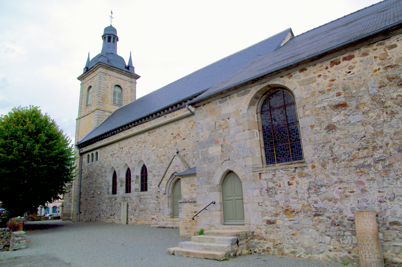 Photo du Monument Historique Eglise Saint-Pierre situé à Caulnes