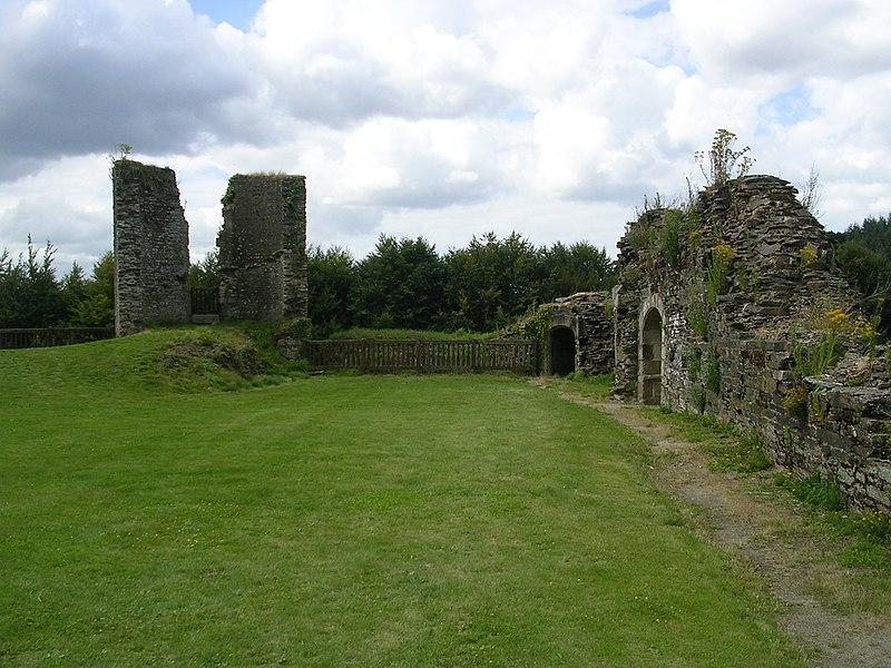 Photo du Monument Historique Restes du château situé à Corlay