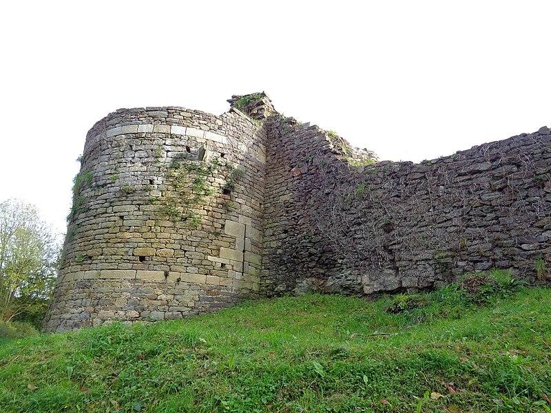 Photo du Monument Historique Restes du château de Montalifant situé à Corseul