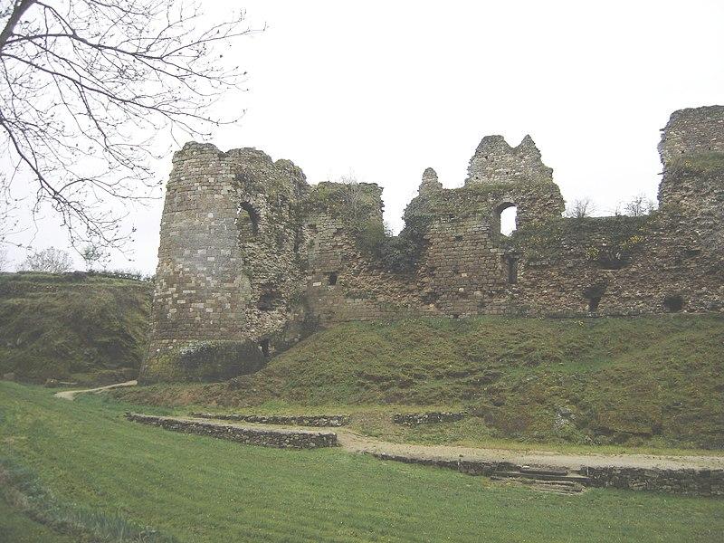 Photo du Monument Historique Restes du château du Guildo situé à Créhen