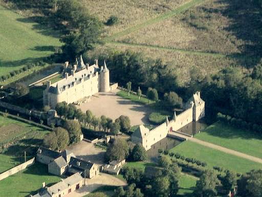 Photo du Monument Historique Château de Bienassis situé à Erquy ; Pléneuf-Val-André ; Saint-Alban
