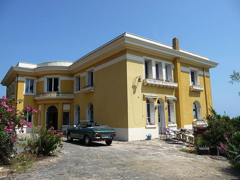 Photo du Monument Historique Villa Le Caruhel situé à Etables-sur-Mer