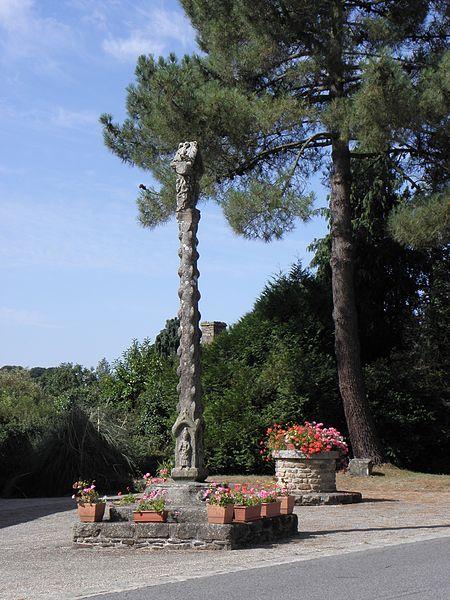 Photo du Monument Historique Croix du 17e siècle situé à La Ferrière