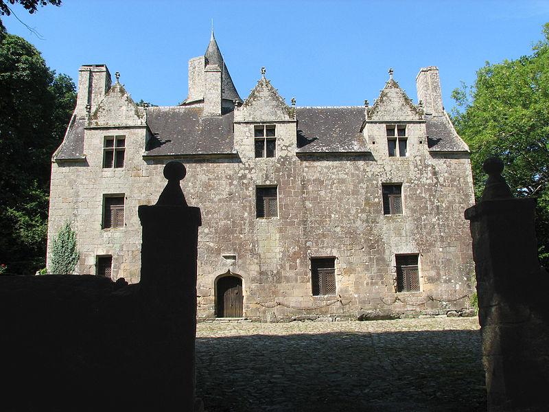 Photo du Monument Historique Château de Coat-Couraval situé à Glomel