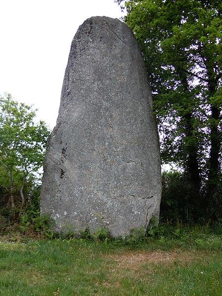 Photo du Monument Historique Menhir situé à Glomel