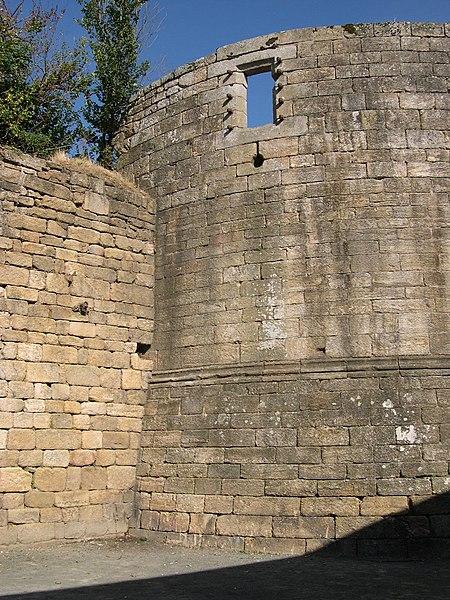 Photo du Monument Historique Restes du château de Pierre II situé à Guingamp