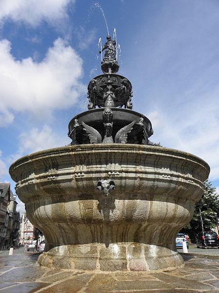 Photo du Monument Historique Fontaine dite la Pompe, ou fontaine la Plomée situé à Guingamp