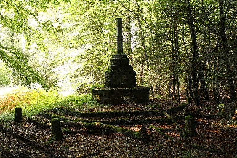 Photo du Monument Historique Croix Saint-Lambert situé à L'Hermitage-Lorge