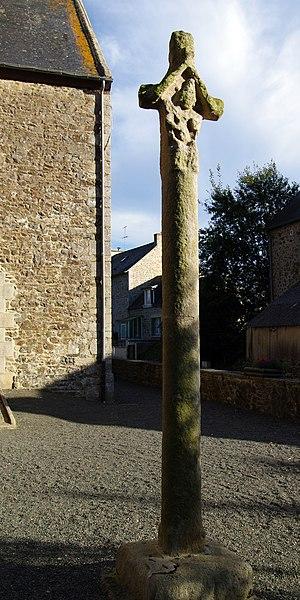 Photo du Monument Historique Croix situé à Lamballe