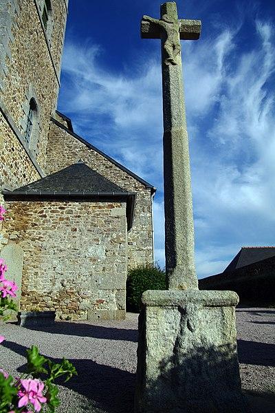 Photo du Monument Historique Croix sculptée situé à Lamballe