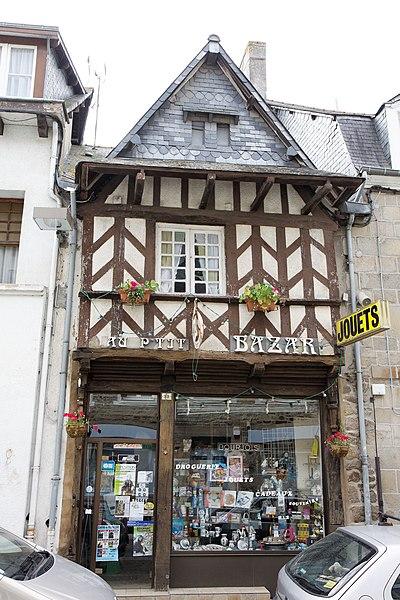 Photo du Monument Historique Maison du 16e siècle situé à Lamballe