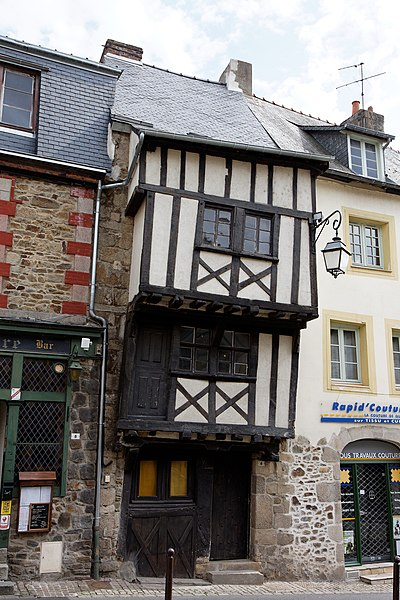 Photo du Monument Historique Maison du 17e siècle situé à Lamballe