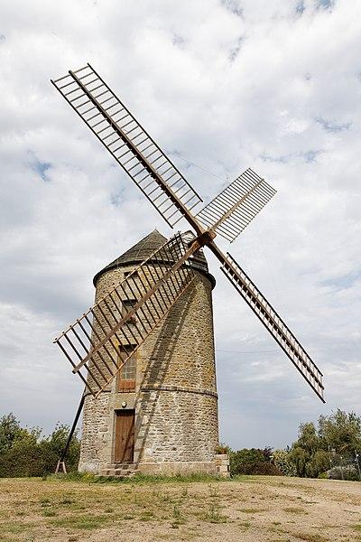 Photo du Monument Historique Moulin à vent de Saint-Lazare situé à Lamballe