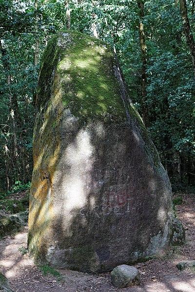 Photo du Monument Historique Menhir de Guihallon situé à Lamballe