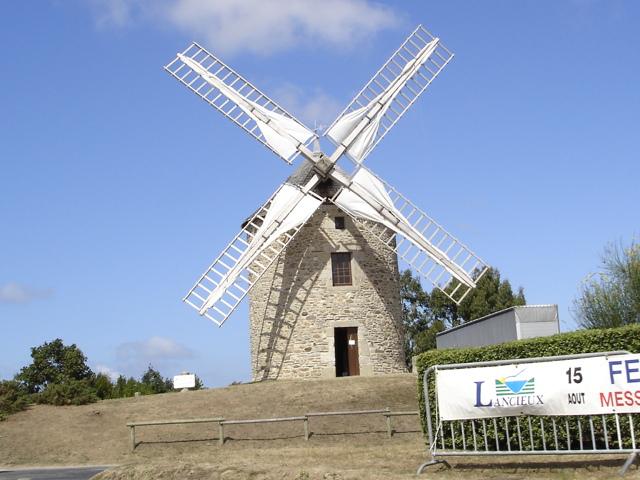 Photo du Monument Historique Moulin à vent situé à Lancieux