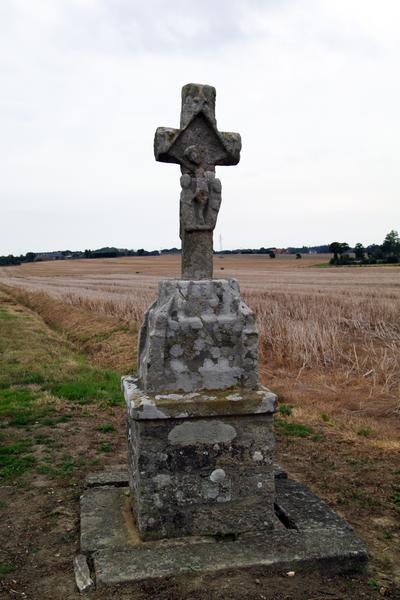 Photo du Monument Historique Croix de chemin dite Croix de Saint-Hubert situé à Landébia