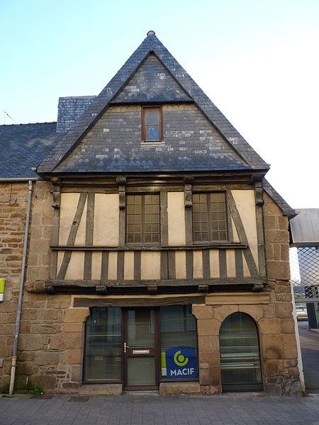 Photo du Monument Historique Deux maisons à pans de bois situé à Lannion