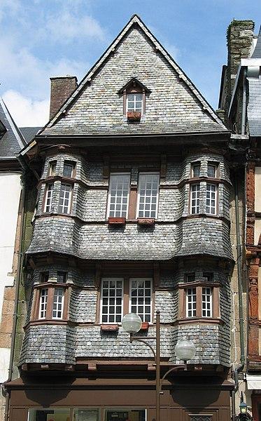 Photo du Monument Historique Maison du 16e siècle, dite Maison du Chapelier situé à Lannion