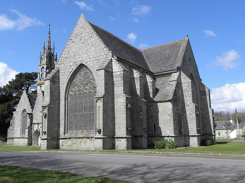 Photo du Monument Historique Eglise Notre-Dame-de-la-Cour et croix de calvaire situé à Lantic