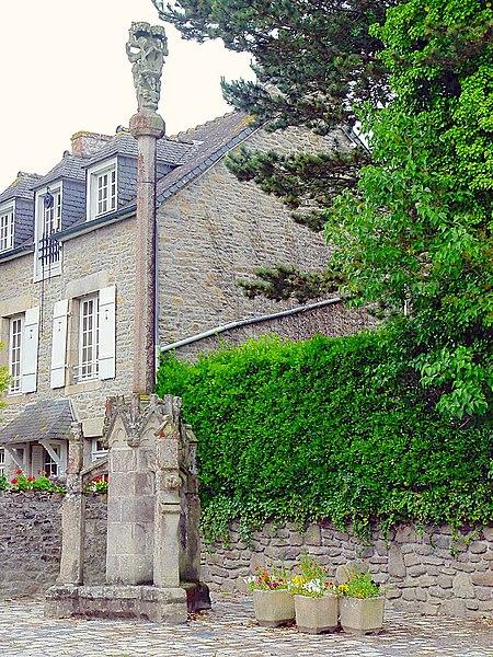 Photo du Monument Historique Calvaire du Saint-Esprit situé à Léhon