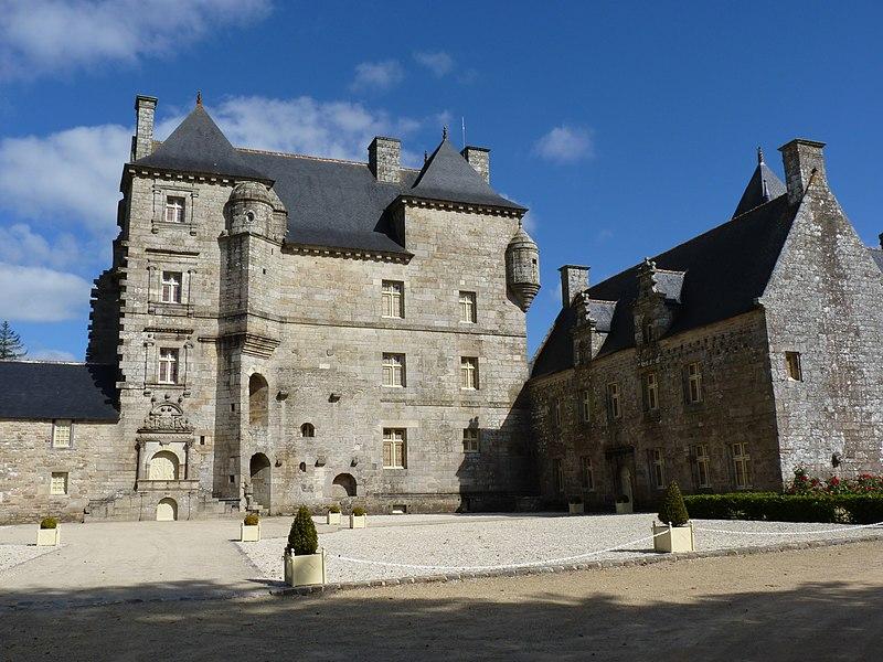 Photo du Monument Historique Manoir de Kéroué situé à Loguivy-Plougras