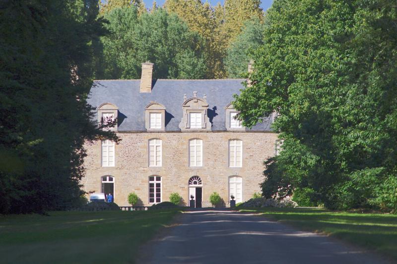 Photo du Monument Historique Manoir de la Chesnaye-Taniot situé à Matignon