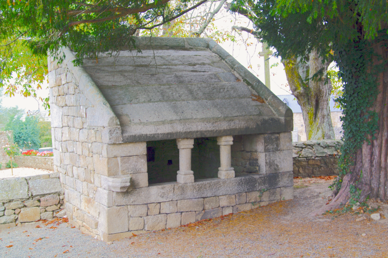 Photo du Monument Historique Ossuaire situé à Mégrit