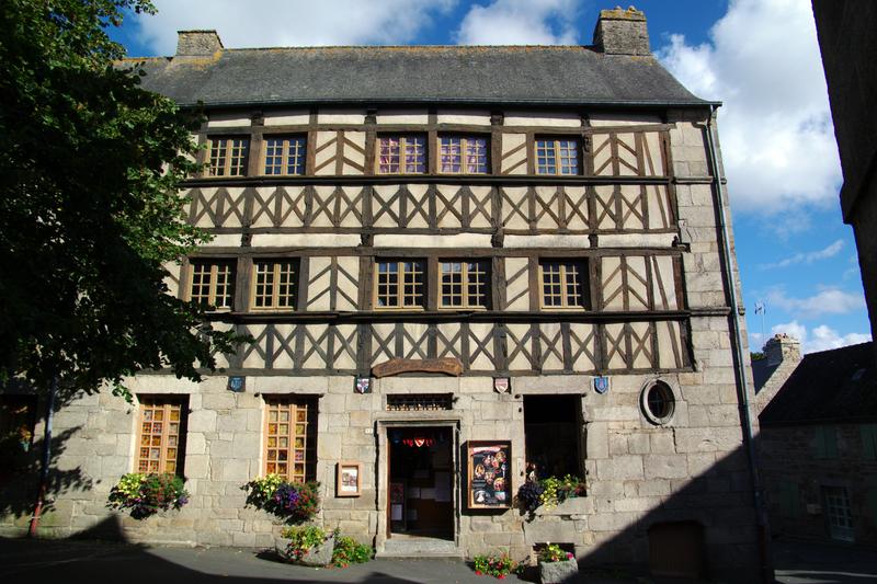 Photo du Monument Historique Maisons situé à Moncontour