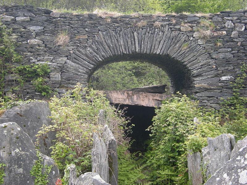 Photo du Monument Historique Allée couverte de Coët Correc situé à Mûr-de-Bretagne