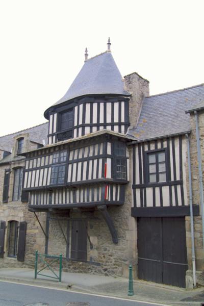 Photo du Monument Historique Maison du 16e siècle situé à Plancoët